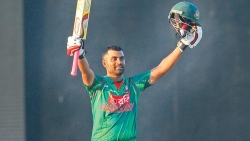 PATHETIC SRI LANKA PAY HEAVY PRICE FOR MOTLEY SELECTIONS : TAMIM'S CENTURY SPEARHEADS