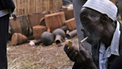 Uganda bans smoking in public places
