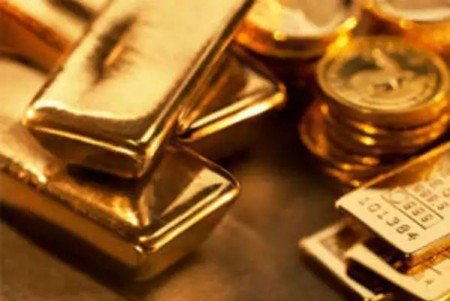 Gold passes record price