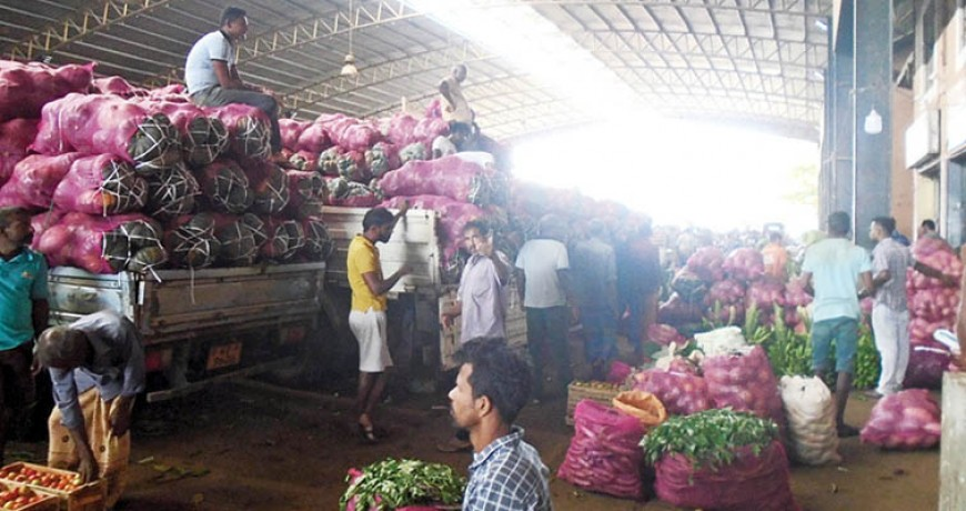 Over 2.6 kilos of vegetables and fruits allowed perishing at Dambulla market