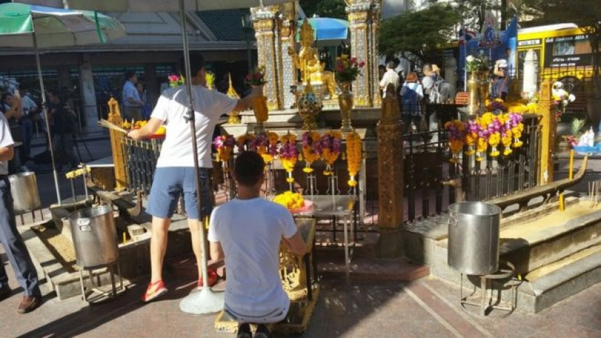 Bangkok bomb-hit Erawan shrine reopens