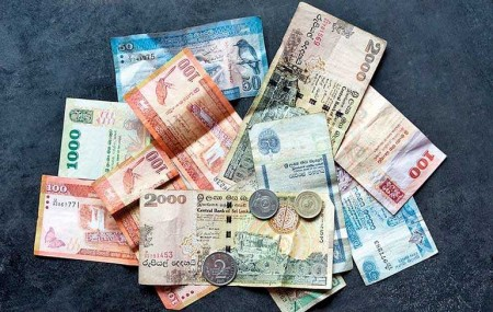Shares fall for 3rd session; rupee gains