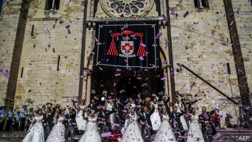 Lisbon Fetes 'Saint of Love' With Free Deluxe Weddings