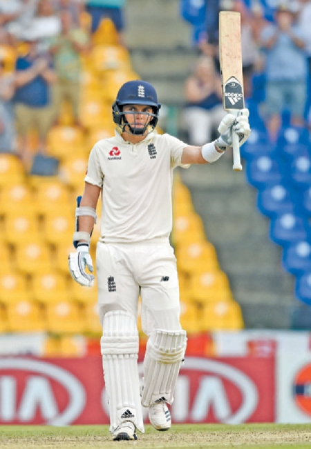 Curran cashes in on poor Lankan strategy