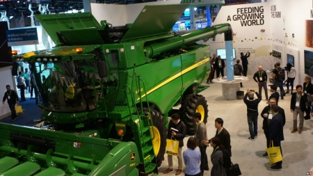 Deere Puts Spotlight on High-tech Farming