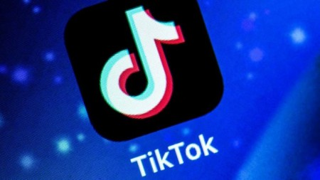 TikTok: Amazon says email asking staff to remove app 'sent in error'