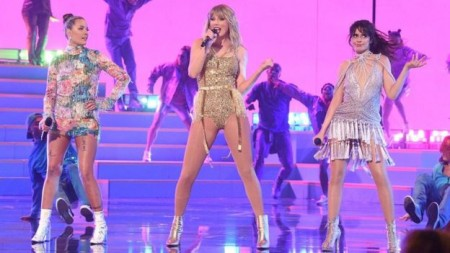 American Music Awards: Taylor Swift puts feud to one side as she beats Michael Jackson's record