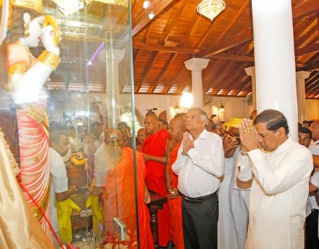 President unveils statue of Goddess Paththini